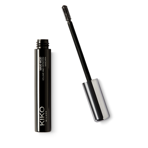 d53182fc7e6 Mascara with mini brush for a maxi definition- and volume-enhancing effect